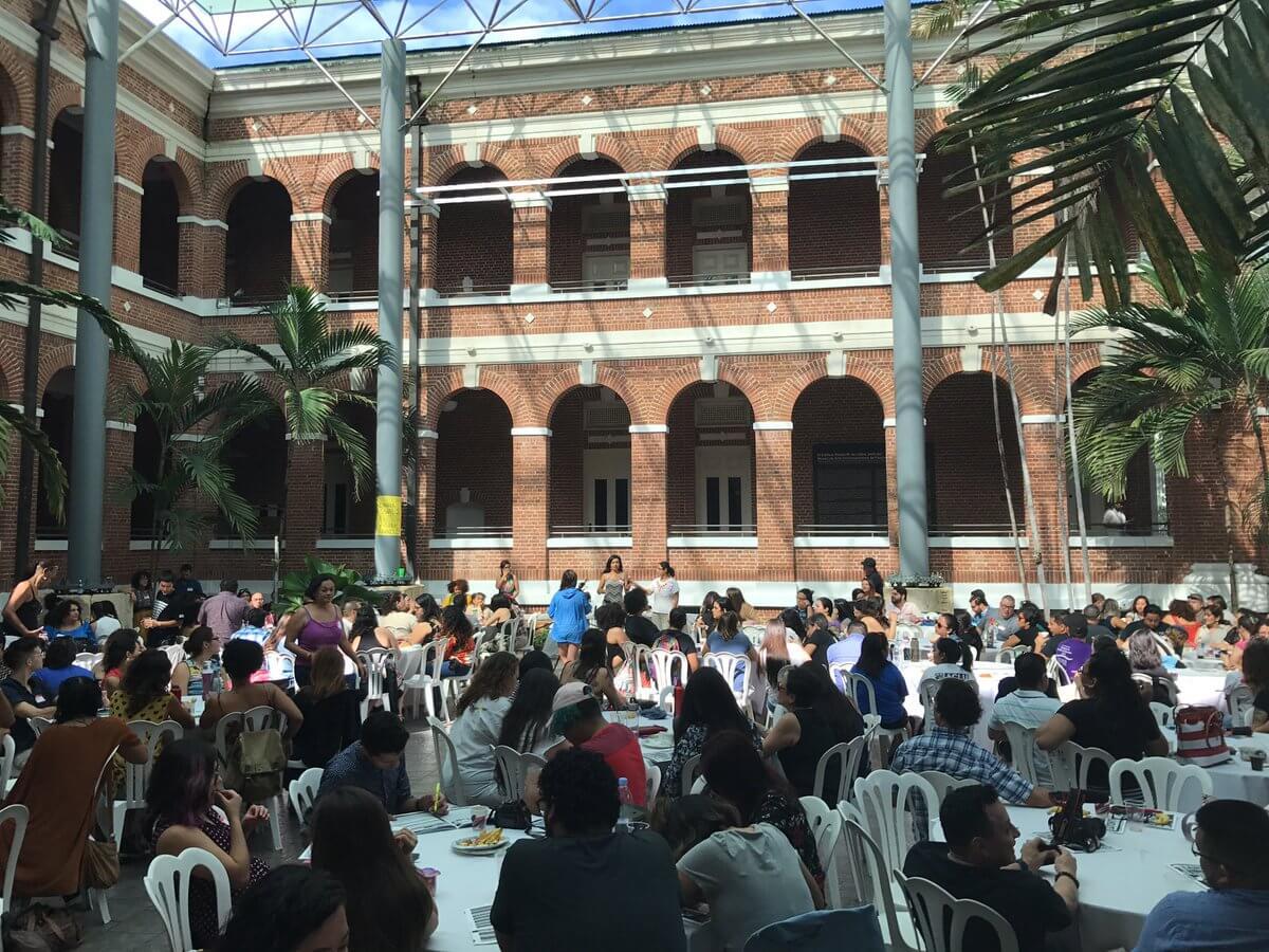 Hundreds of Latinxs Gather in San Juan for #Lánzate2016